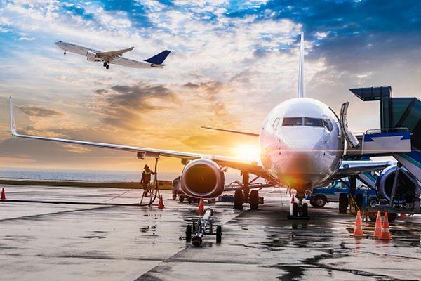 Noi restricții de călătorie pentru români. Zboruri spre și dinspre zece state, suspendate de autorități