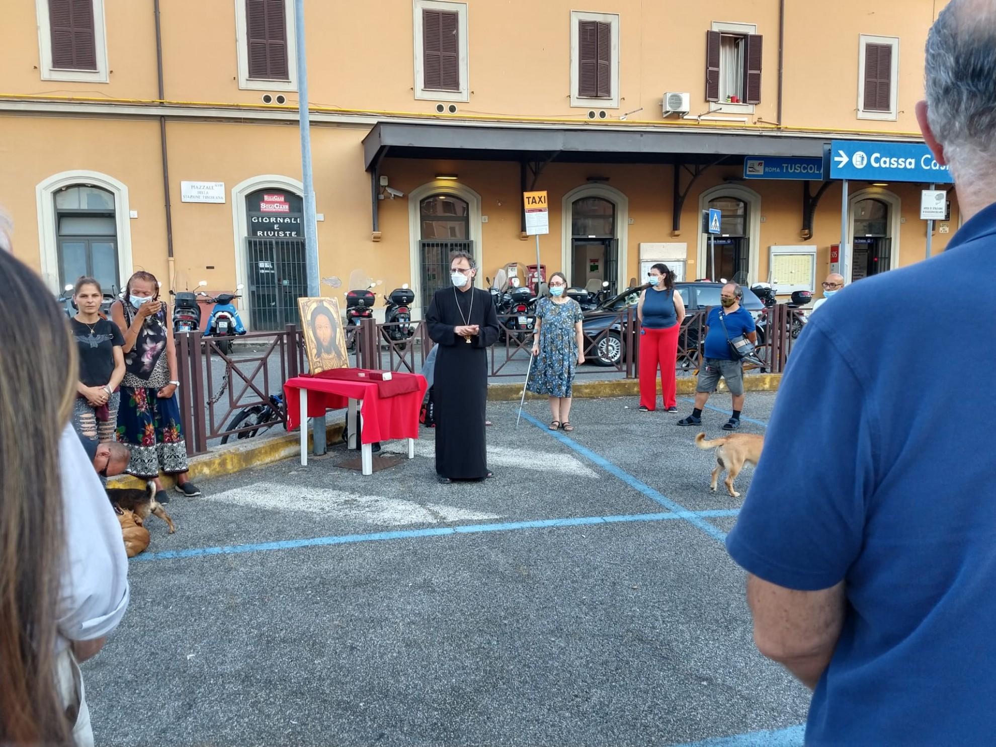 Români pentru români aflați în dificultate. Episcopia Italiei îi ajută pe românii care locuiesc pe străzile Romei