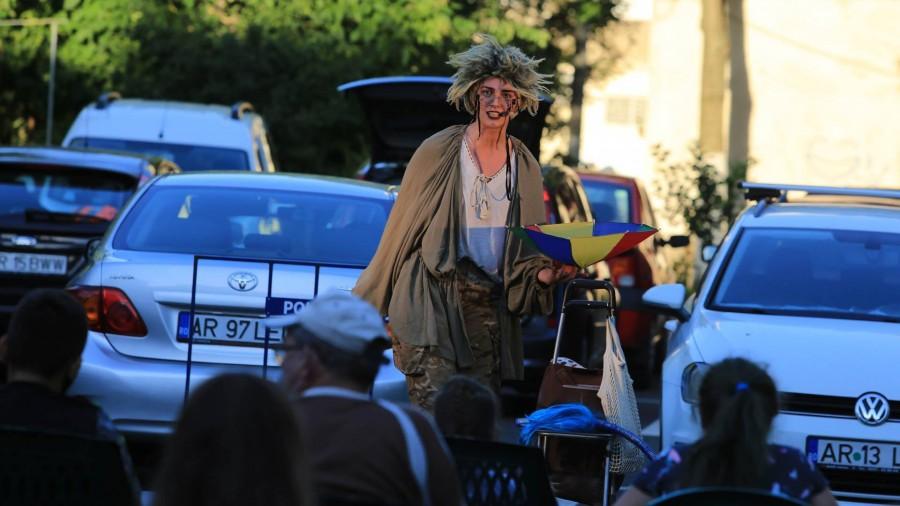 """Teatrul Clasic """"Ioan Slavici"""" Arad continuă și în luna august seria spectacolelor prezentate în aer liber"""