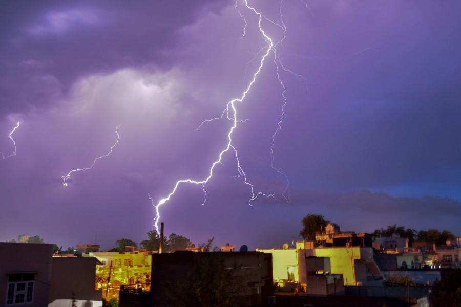 Avertizare Cod galben de furtuni pentru Arad și alte 9 județe, începând cu ora 16.00