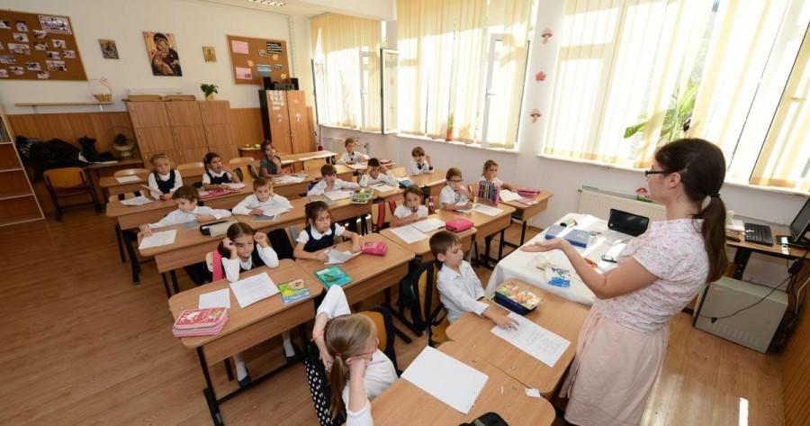 Patru profesori arădeni au luat nota 10 la Titularizare: doi la Religie Ortodoxă și câte unul la Arte vizuale și Limba română