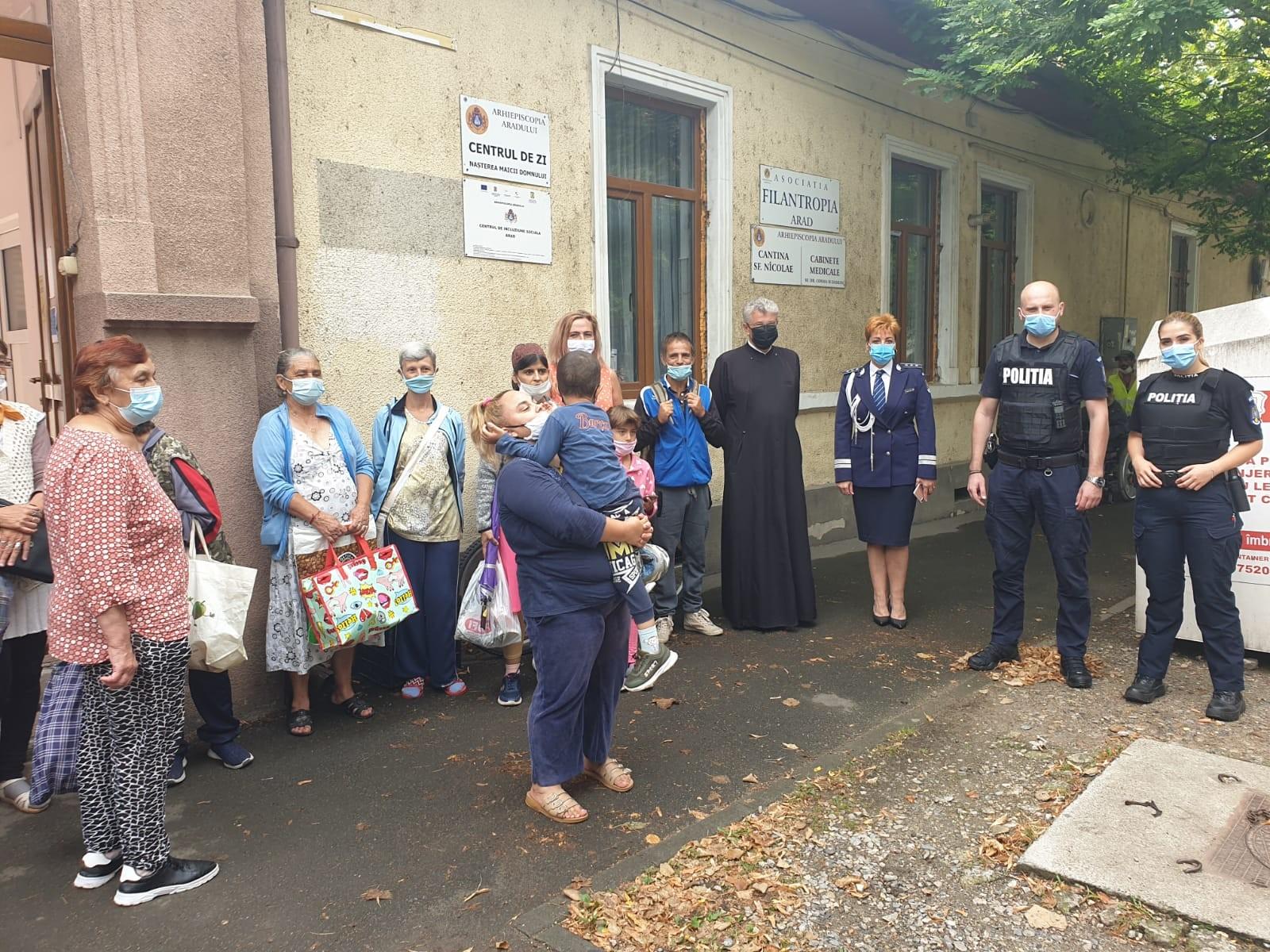 """Polițiștii arădeni au donat sânge, iar din bonurile primite au cumpărat alimente pentru Cantina socială """"Sf. Nicolae"""""""