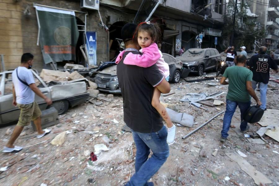 România trimite astăzi 8 tone de materiale medicale în Liban