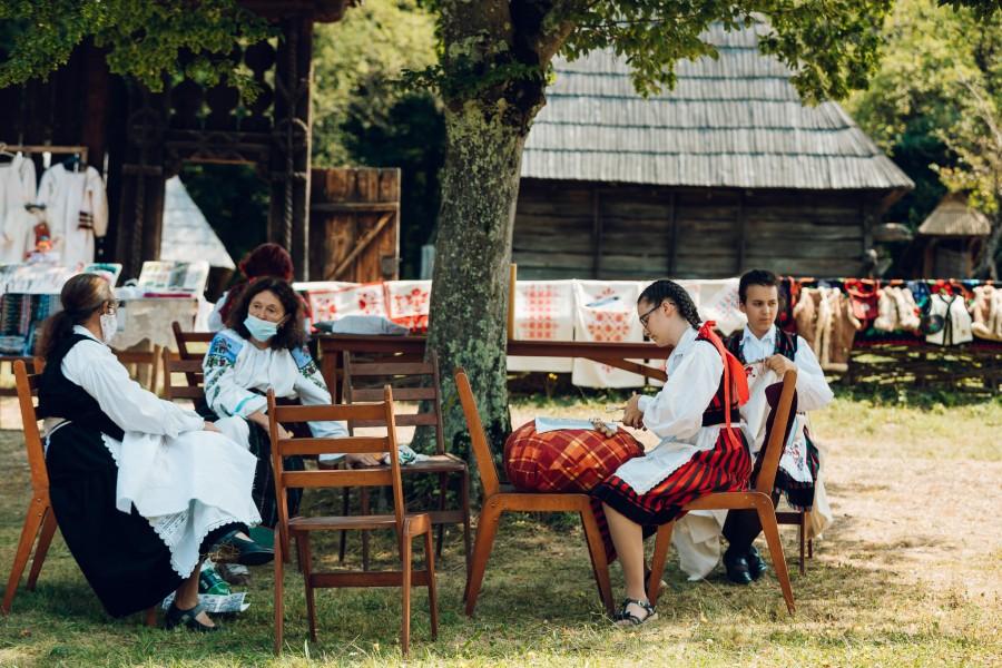 Peste 250 de creatori populari din toate regiunile ţării, prezenți la Târgul Creatorilor Populari din România