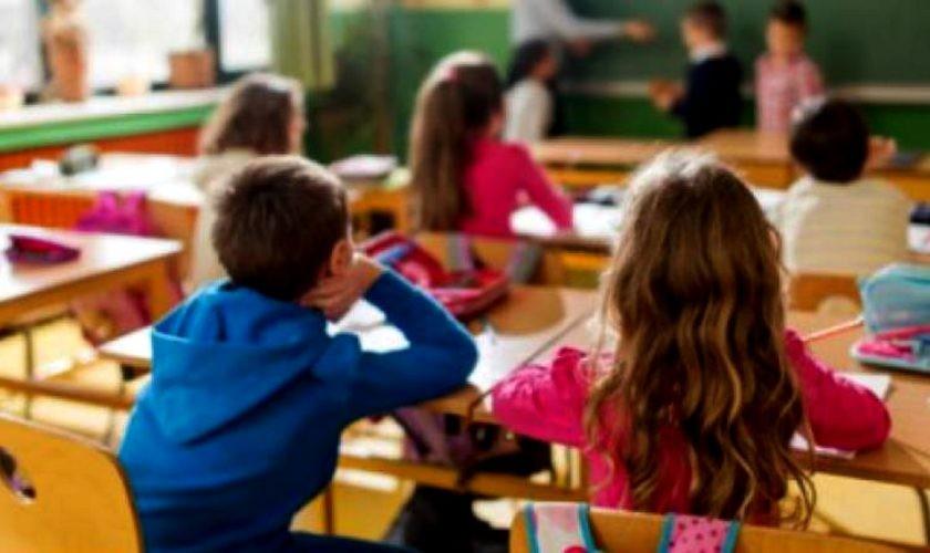 Elevii vor fi primiți în școală pe 14 septembrie doar dacă părinții semnează o declarație pe propria răspundere