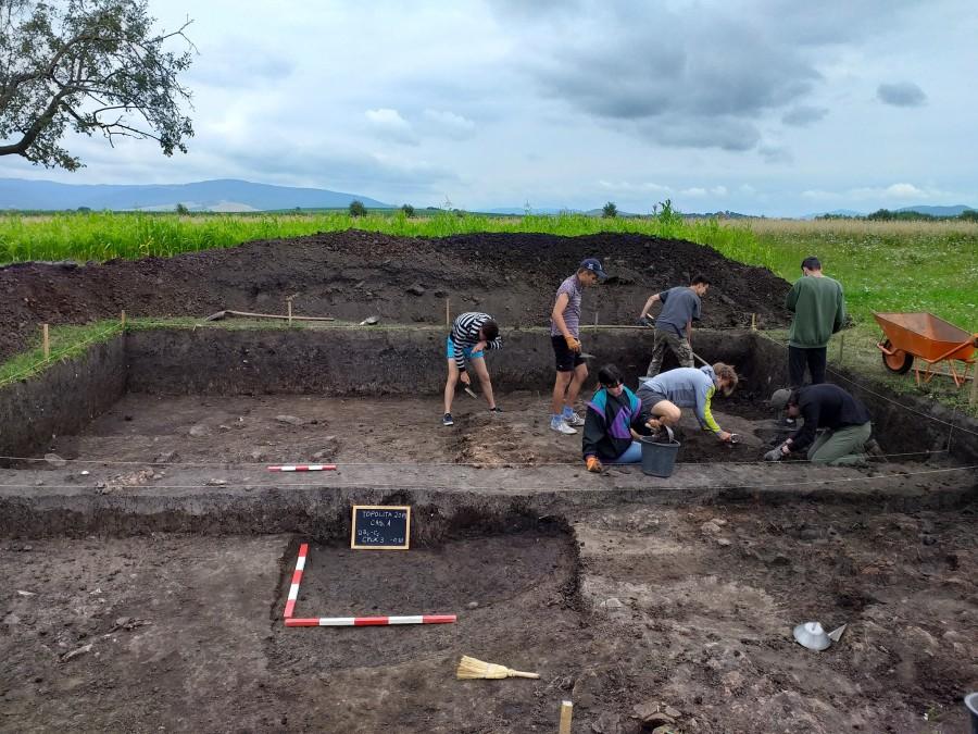 Urmele unui sat preistoric de acum 6.500 ani, scoase la lumină de arheologi la Topoliţa