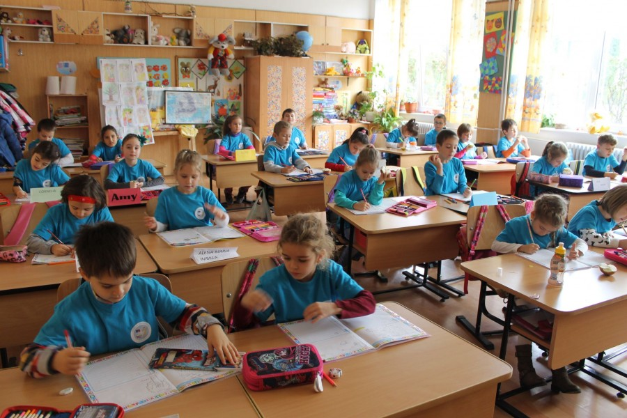 Repartizarea elevilor în clasele pregătitoare se va face, între 1 și 4 septembrie, prin tragere la sorți
