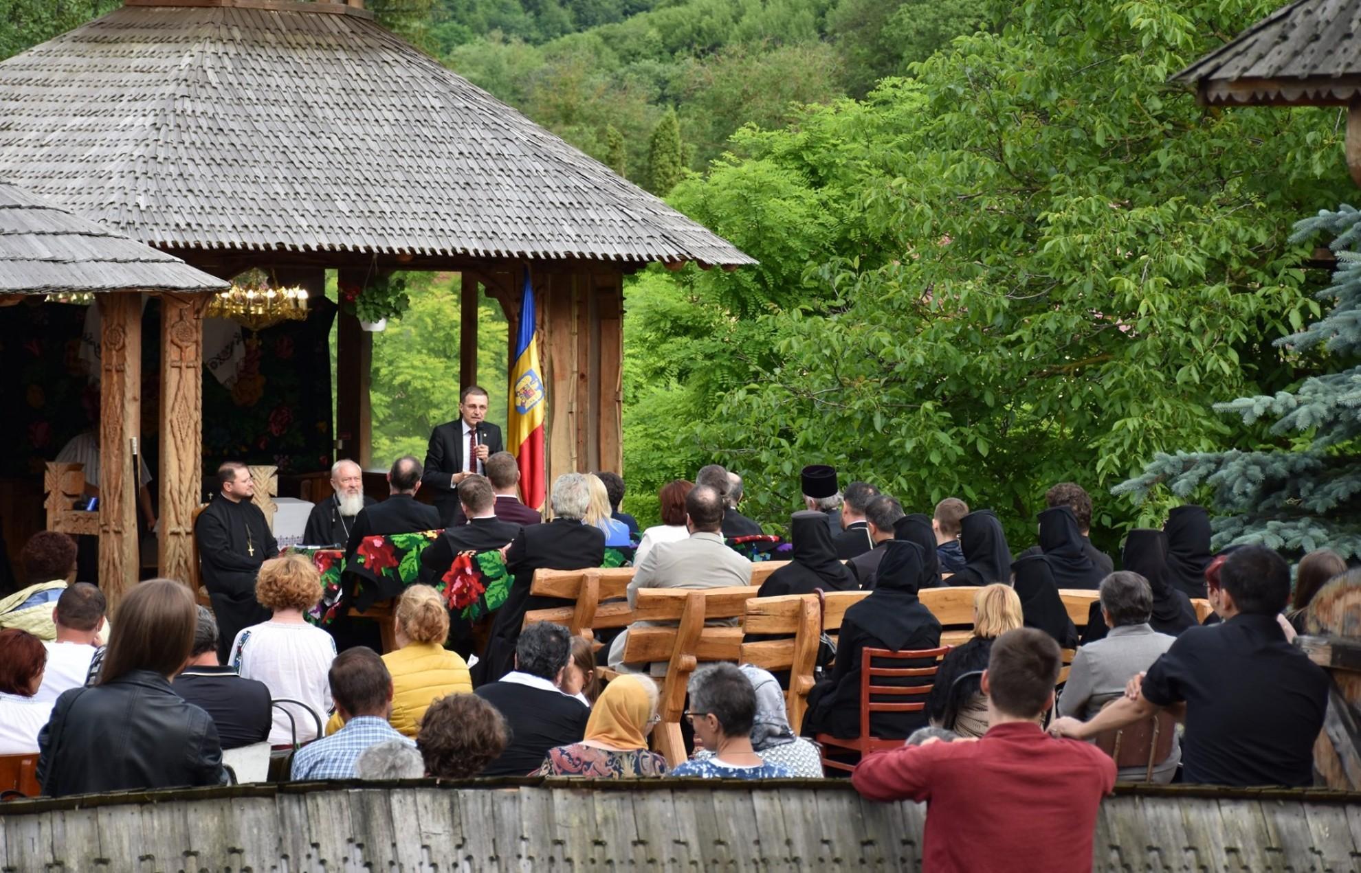 Președintele Academiei Române: Școala despărțită complet de Biserică este una fără reper