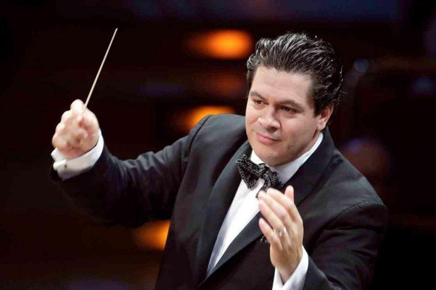Dirijorul român Cristian Măcelaru, noul director al Orchestrei Naţionale a Franţei