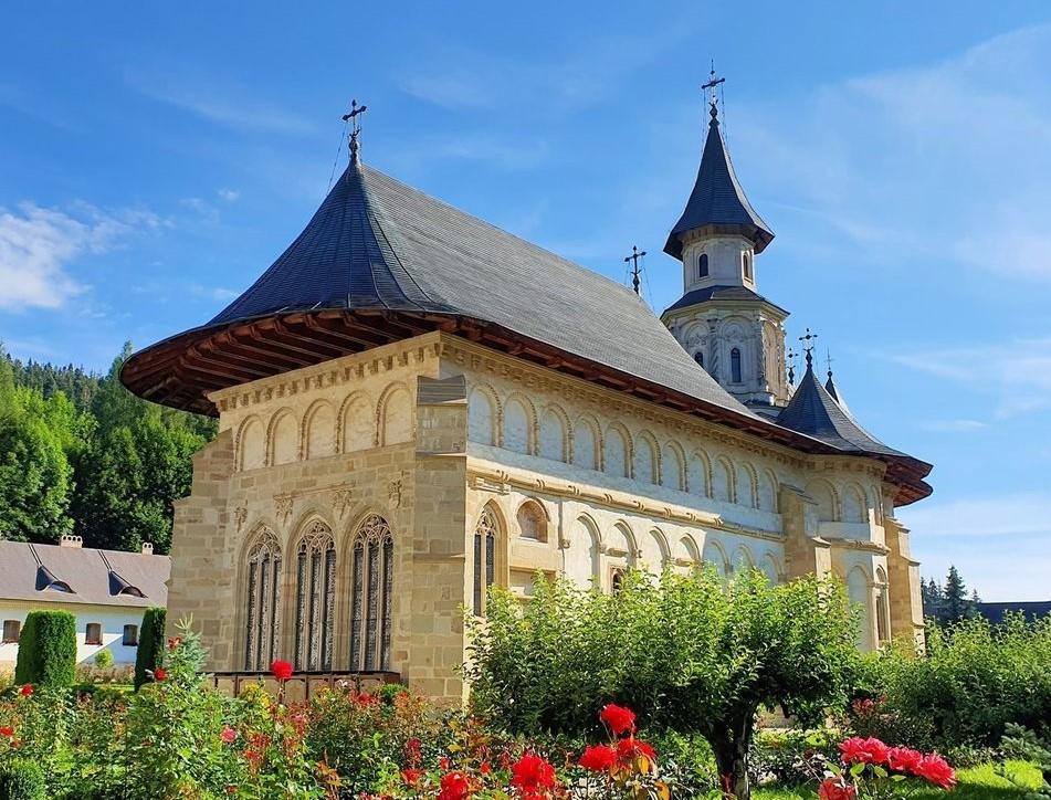 """La 551 de ani de la sfințirea Mănăstirii Putna, Centrul """"Ștefan cel Mare"""" organizează a XXIV-a ediție a Colocviilor Putnei"""