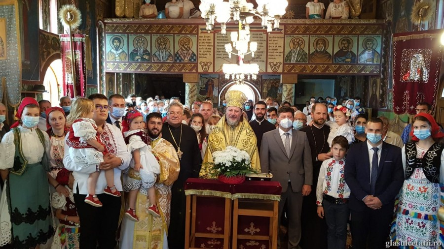 """""""Biserica lui Hristos are nevoie de slujitori responsabili, cu dragoste față de Dumnezeu și oameni"""" - PS Emilian Crișanul, în Parohia Prunișor"""
