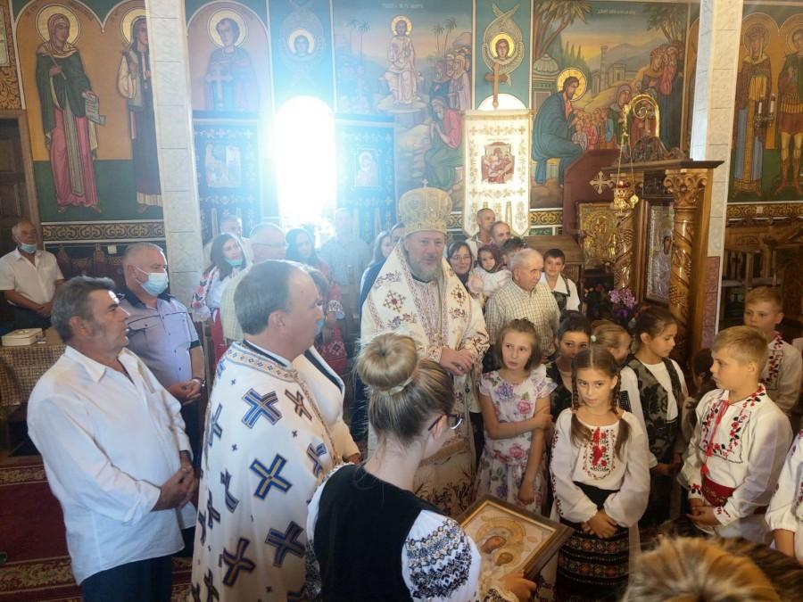 Nașterea Maicii Domnului, bucurie și binecuvântare pentru lume. Biserica din Aluniș și-a serbat astăzi hramul
