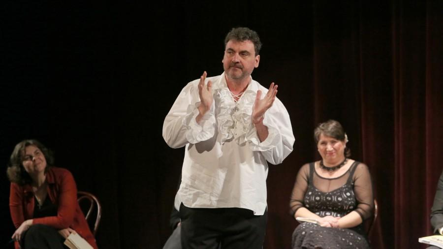 """""""Toamna în poezie"""" - Actorii arădeni își așteaptă spectatorii pentru o nouă întâlnire cu versurile"""