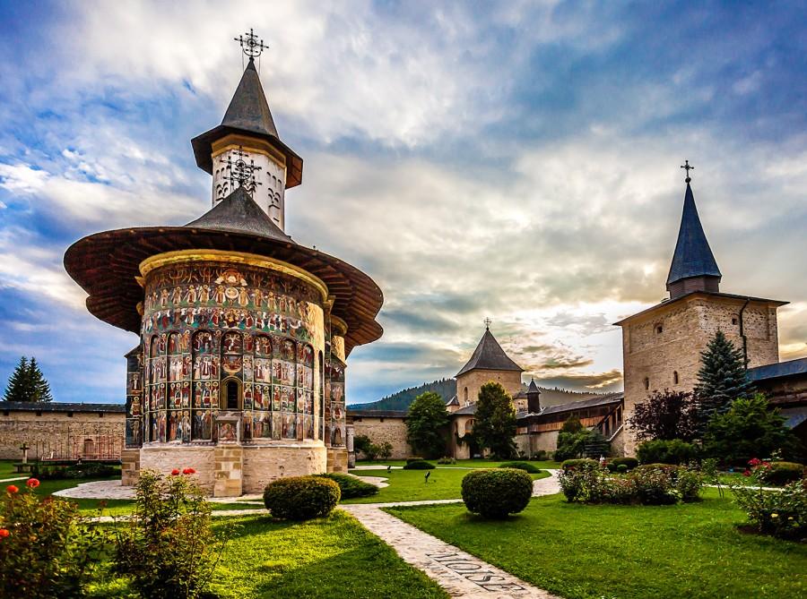 """Restaurarea picturii interioare a Bisericii """"Învierea Domnului"""" de la Mănăstirea Suceviţa, finalizată după 20 de ani"""