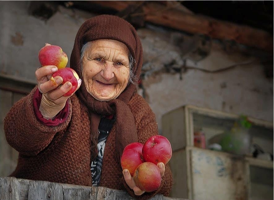 """25 septembrie - """"Ziua dăruirii"""", sărbătorită în România pentru a încuraja generozitatea și implicarea socială"""