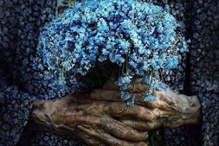 """Despre Bunici, singurătate, dor și-un simplu """"Bună ziua!"""", de Ziua internațională a vârstnicilor"""