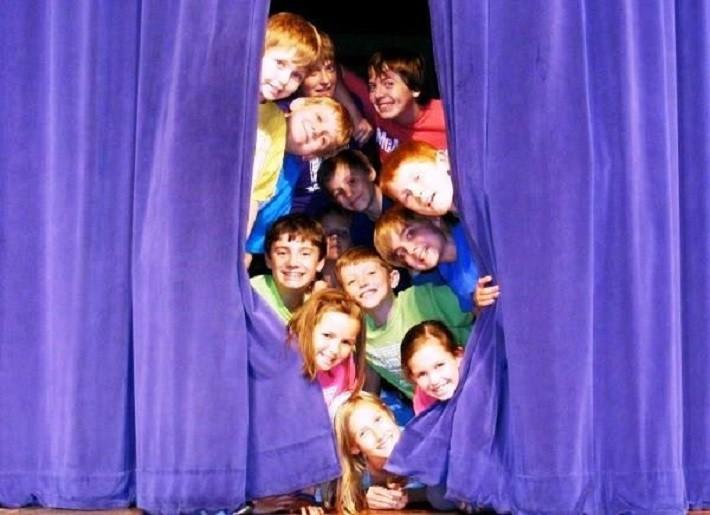 Teatrul devine materie opțională în învățământul preuniversitar