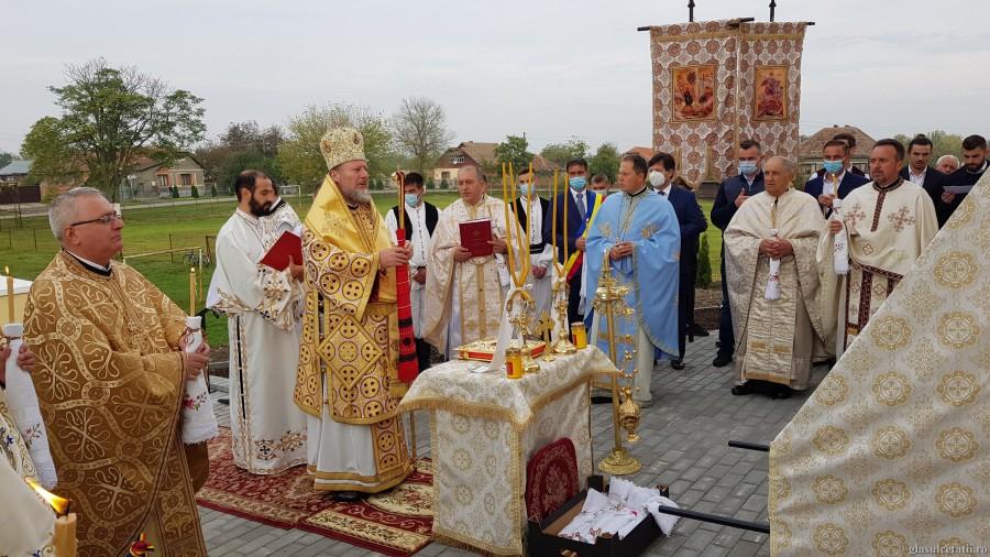 """PS Emilian Crișanul, la sfințirea bisericii din Grăniceri: """"Nu este suficient să dobândim cunoștințe despre credință, ci trebuie să fim cu inimă curată și bună"""""""