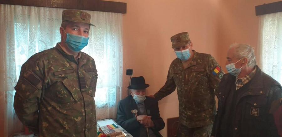 Veteranul de război Gheorghe Popescu, aniversat la împlinirea vârstei de 101 ani