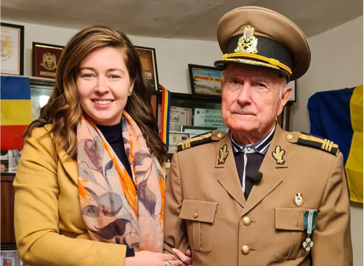 Întâlnirea emoționantă dintre actrița care a interpretat-o pe Regina Maria și Veteranul de război Ion Durnescu