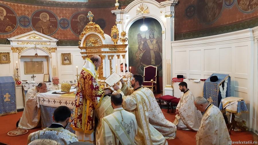 Liturghia Arhierească și hirotonia întru diacon de la Catedrala Veche din Arad, ÎN IMAGINI