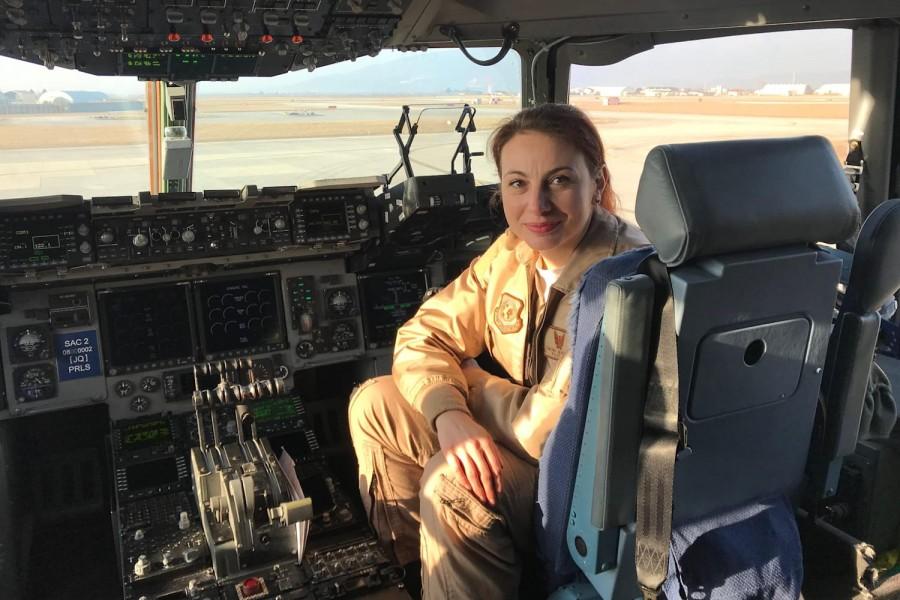 Simona Maierean, prima femeie din Europa pilot comandant de aeronavă din Grupul de Transport Aerian Strategic al SAC, în misiunile de sprijin anti-COVID