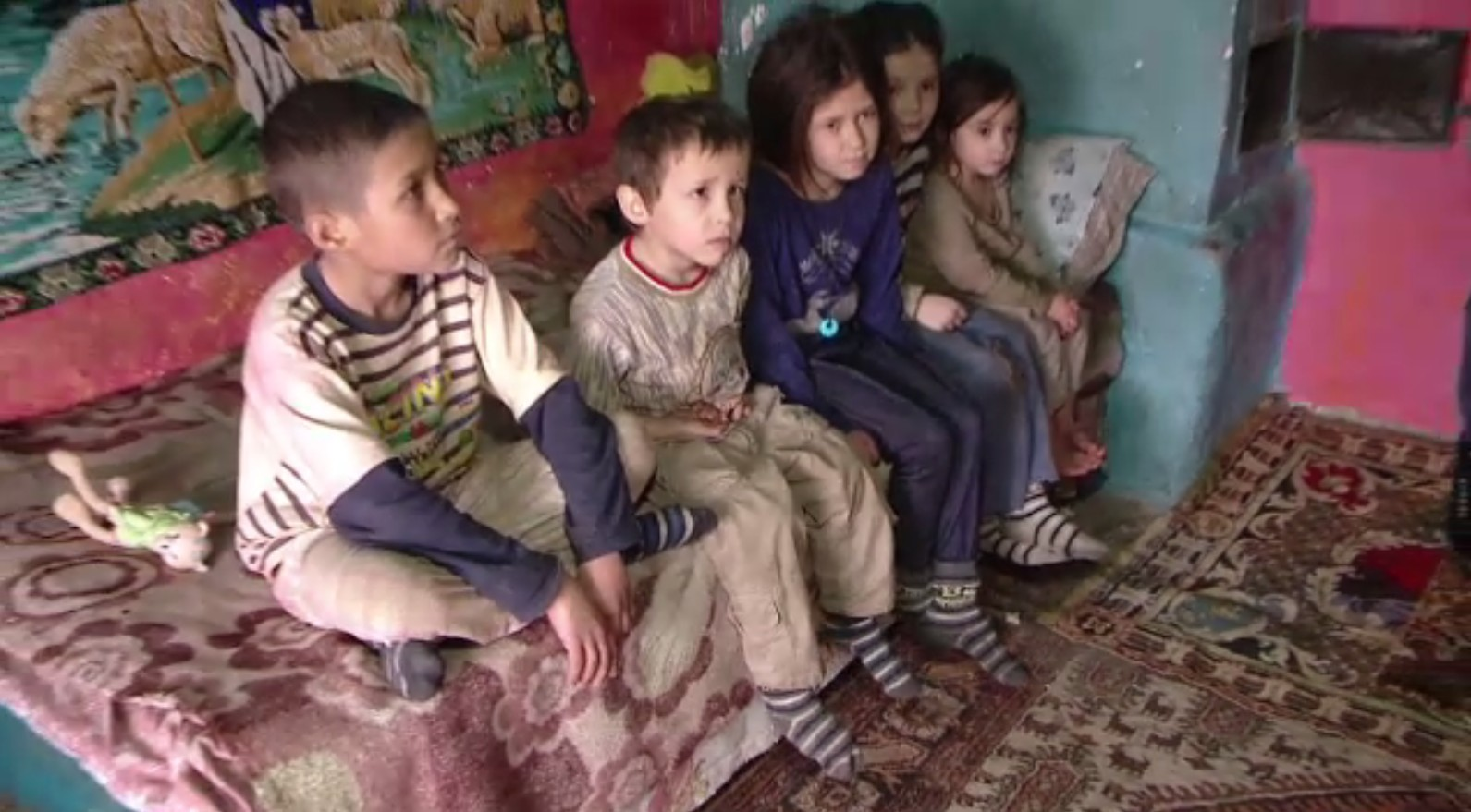 Sute de mii de copii din România, afectați de pandemie: mai puţine mese calde, mai puţine lemne de foc și izolare
