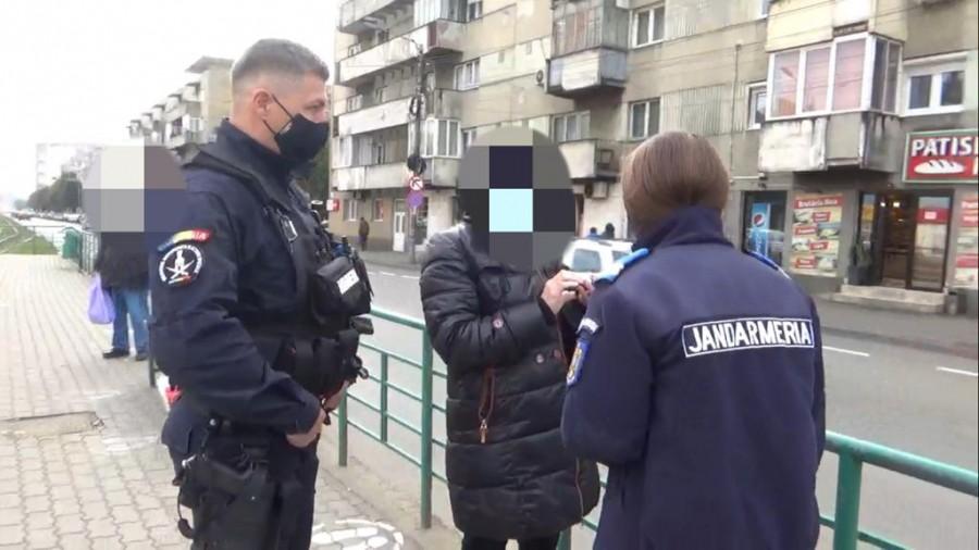 La noi, în Arad. O femeie confirmată cu COVID-19, prinsă în stația de tramvai de la Podgoria fără mască de protecție
