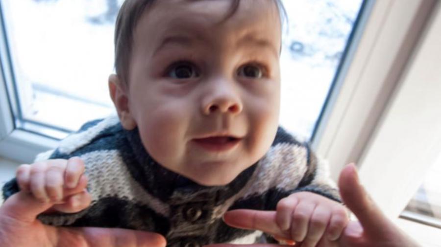 O veste bună: Legea Adopțiilor a fost simplificată! Un copil va putea fi declarat adoptabil doar cu acordul părinților