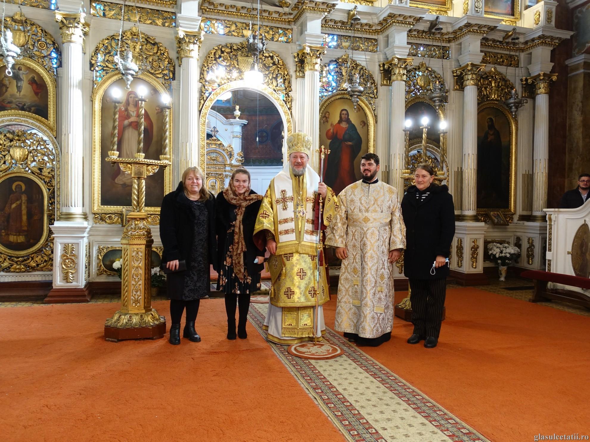 ÎN IMAGINI - Liturghie Arhierească și hirotonie întru diacon la Catedrala Veche din Arad