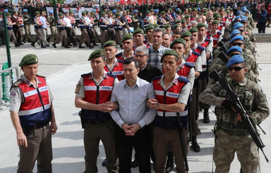 Turcia a condamnat 337 de persoane, printre care ofiţeri şi piloţi, la închisoare pe viaţă în procesul loviturii de stat din 2016