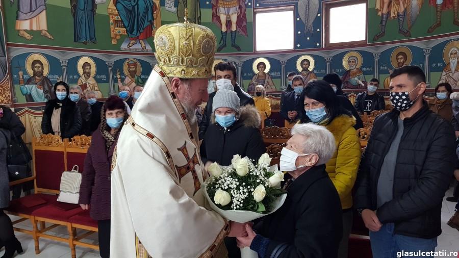 """Hramul Bisericii """"Sfântul Andrei"""" din Arad, Liturghia Arhierească și hirotonia întru preot, ÎN IMAGINI"""
