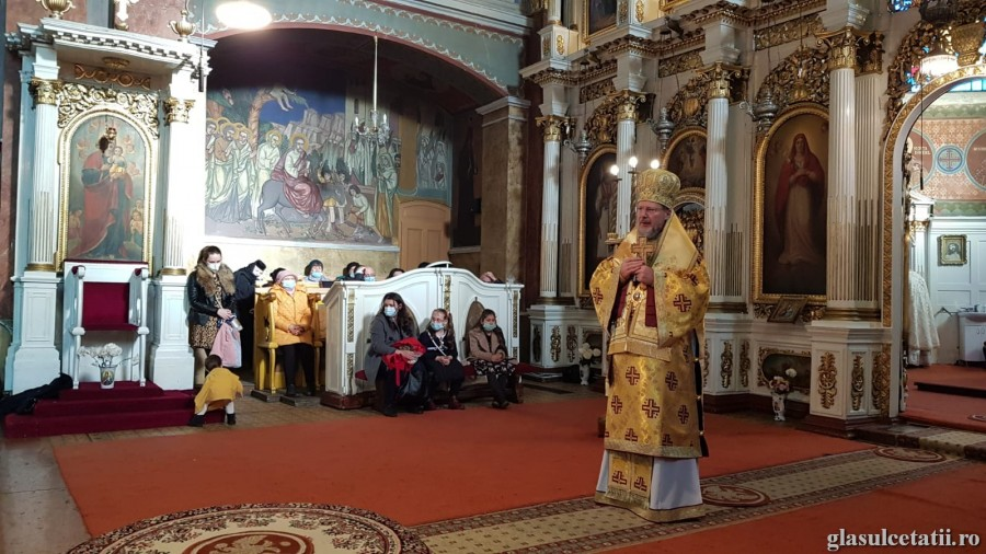 ÎN IMAGINI – Liturghia Arhierească în ziua de prăznuire a Sfântului Nicolae, la Catedrala Veche din Arad