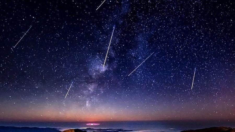 Stelele căzătoare numite geminide pot fi văzute cu ochiul liber până în 17 decembrie
