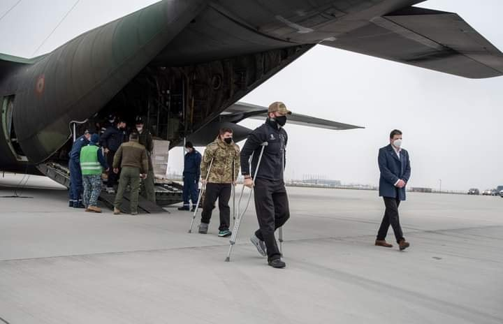 Militarii arădeni răniți în Afganistan s-au întors acasă! Cu aceeași aeronavă au fost aduse echipamente pentru ATI