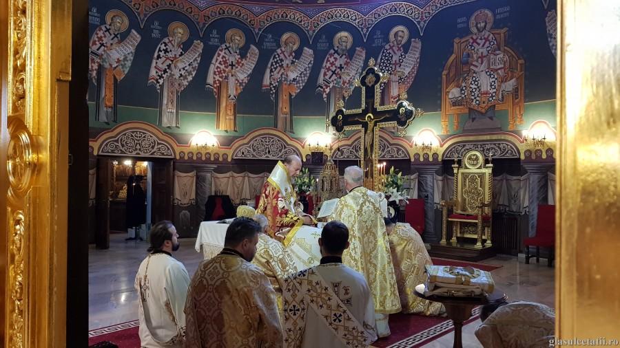 ÎN IMAGINI – Liturghie Arhierească și hirotonie întru preot, a doua zi de Crăciun, la Catedrala Arhiepiscopală din Arad