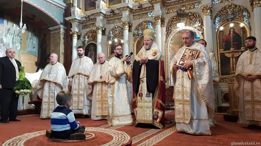 ÎN IMAGINI – Liturghie Arhierească, Tedeum și instalare de preot paroh, în prima zi a Anului Nou, la Catedrala Veche