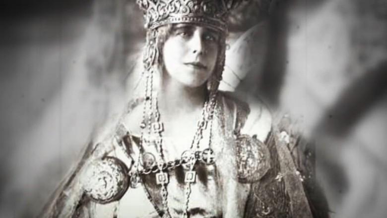 O brăţară inscripţionată Cartier, care se poate să fi aparţinut Reginei Maria, expusă la Muzeul Naţional de Istorie a României