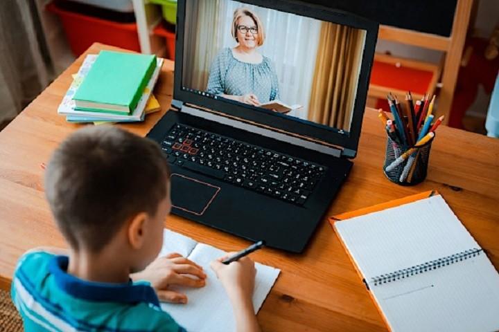 Cursurile online în şcoli, prelungite până pe 7 februarie