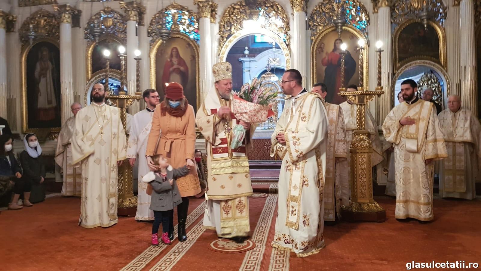 """PS Emilian Crișanul: """"Nerecunoștința față de Dumnezeu și oameni ne izolează, ne dezumanizează, ne face egoiști"""". Liturghie Arhierească și hirotonie întru diacon la Catedrala Veche din Arad"""