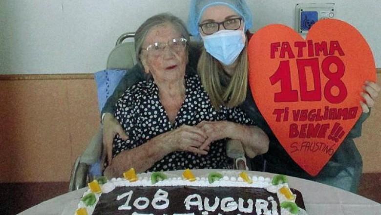 O femeie de 108 ani, vindecată de Covid-19 în luna mai, a fost vaccinată