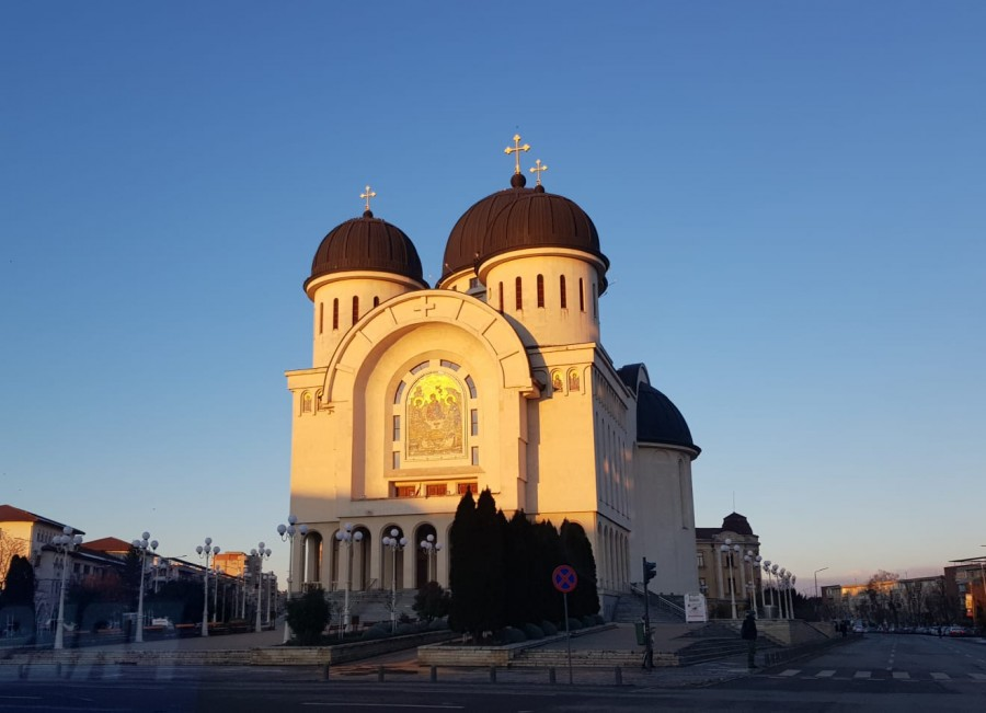 Biserica rămâne instituția în care românii au cea mai mare încredere - Sondaj CURS