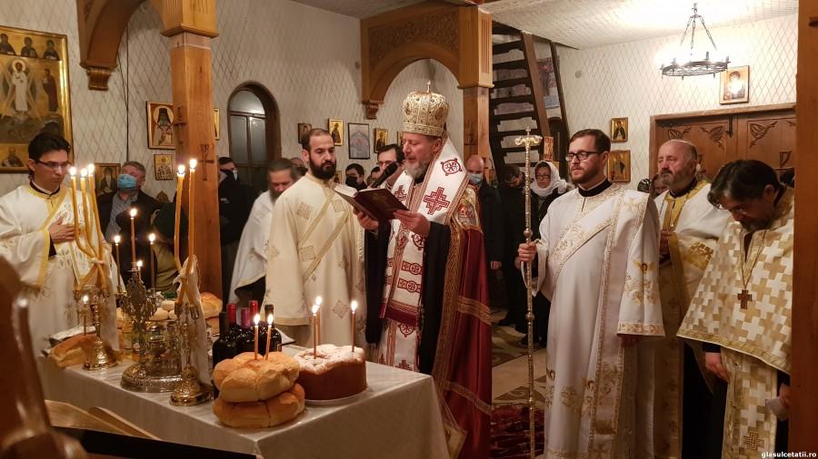 (FOTO) Slujbă de priveghere la Paraclisul Facultății de Teologie din Arad, în Ajunul prăznuirii Sfinților Trei Ierarhi