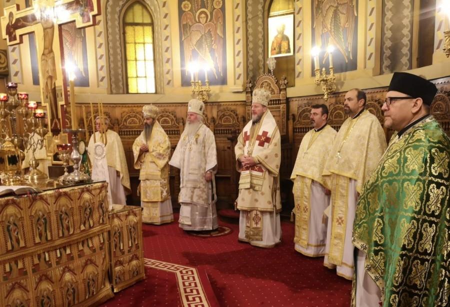 """PS Emilian Crișanul, la hramul Catedralei din Timișoara: """"Sfinții Trei Ierarhi - modele de slujire în Biserică"""""""