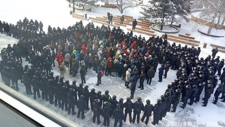 Proteste violente în Rusia. Poliția a făcut peste 4.500 de arestări, iar un bărbat și-a dat foc în centrul Moscovei