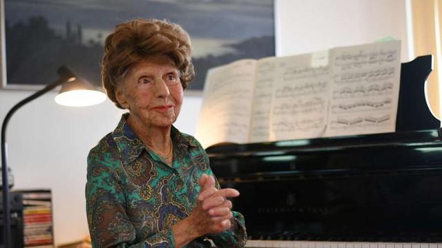 """O pianistă franceză în vârstă de 106 ani va lansa un nou album în luna aprilie. """"Muzica e hrana mea, hrana mea pentru spirit şi pentru inimă"""""""