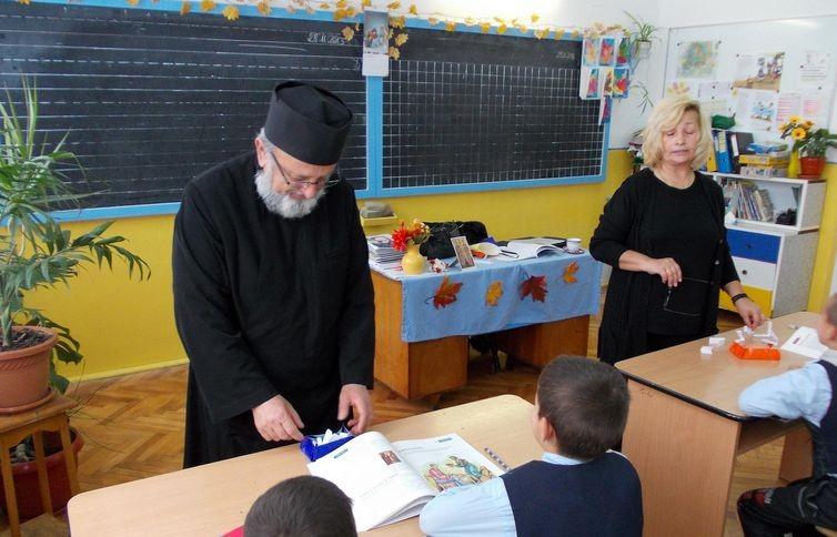 Pentru o bună informare, Secretariatul de Stat pentru Culte precizează: Preoții care predau Religia în școli nu au sporuri suplimentare față de alți profesori