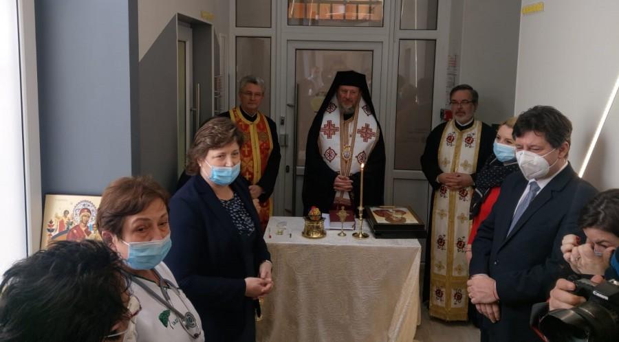 (FOTO) Oamenii sfințesc locul! Secția Pediatrie 2 Arad a fost reabilitată, modernizată și sfințită