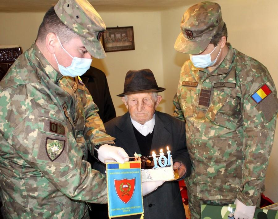 Veteranul de război Ion Zaharia, sărbătorit la 101 ani. A luptat la Cotul Donului și a stat 3 ani într-un lagăr din Siberia