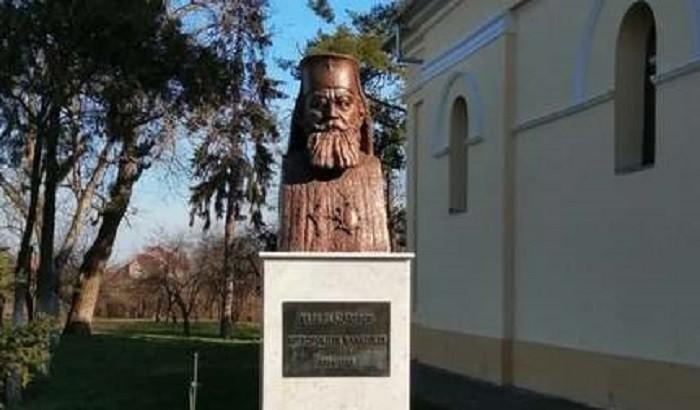 Primul Mitropolit al Banatului, Vasile Lăzărescu, are statuie în satul natal